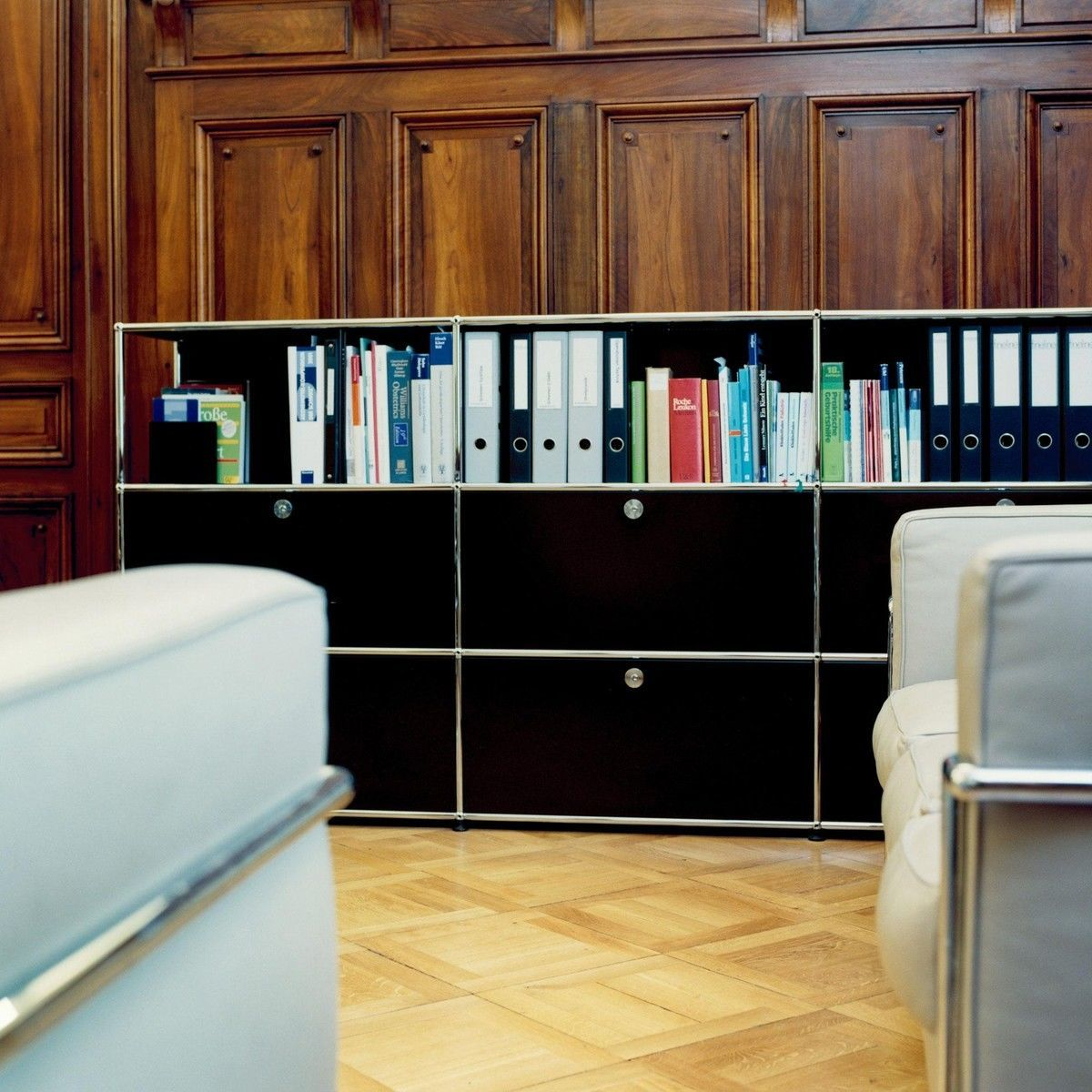 usm highboard met 4 klapdeuren usm haller. Black Bedroom Furniture Sets. Home Design Ideas