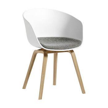 - About A Chair 22 Armlehnstuhl mit Kissen - weiß/Stoff Hallingdal 130/Gestell Eiche matt