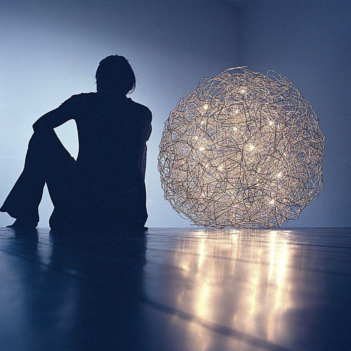 fil de fer outdoor led lampe de sol catellani smith luminaires de sol d 39 exterieur. Black Bedroom Furniture Sets. Home Design Ideas
