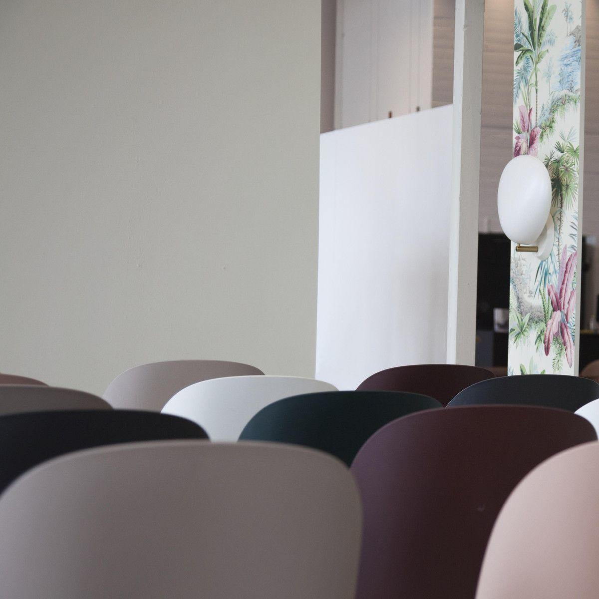 Beetle bar chair barhocker chrom 118cm gubi for Barhocker pink