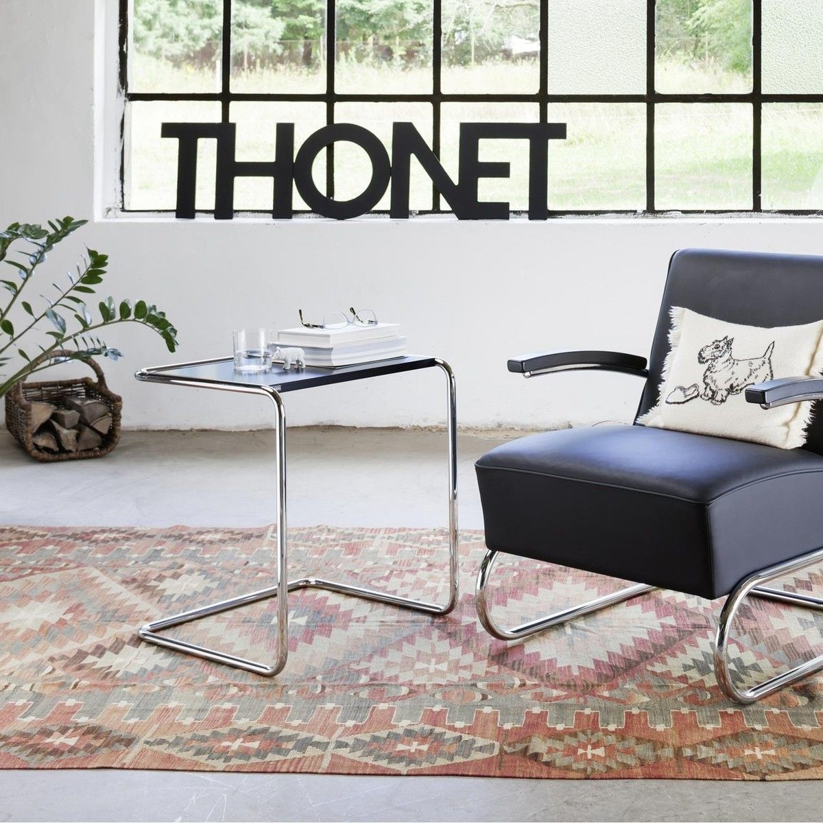thonet b 97 beistelltisch thonet. Black Bedroom Furniture Sets. Home Design Ideas