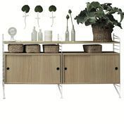 String - String Kitchen Sideboard - eiken/2 little cabinets with sliding door/Sides white