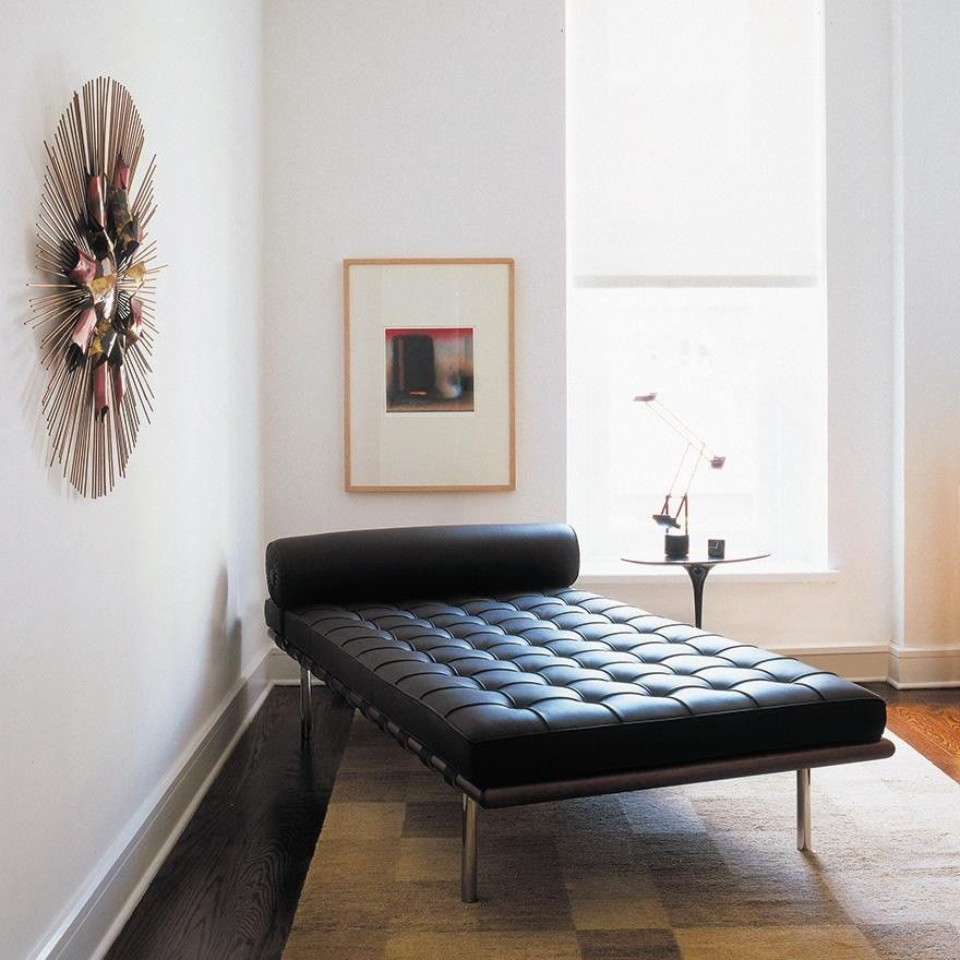 Barcelona mies van der rohe daybed knoll international for Barcelona chaise