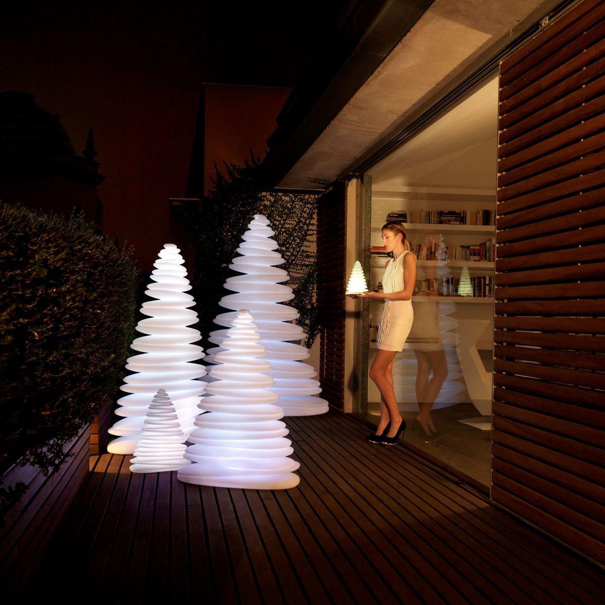 chrismy arbre de no l led vondom luminaires de sol d 39 exterieur luminaires d 39 ext rieur. Black Bedroom Furniture Sets. Home Design Ideas