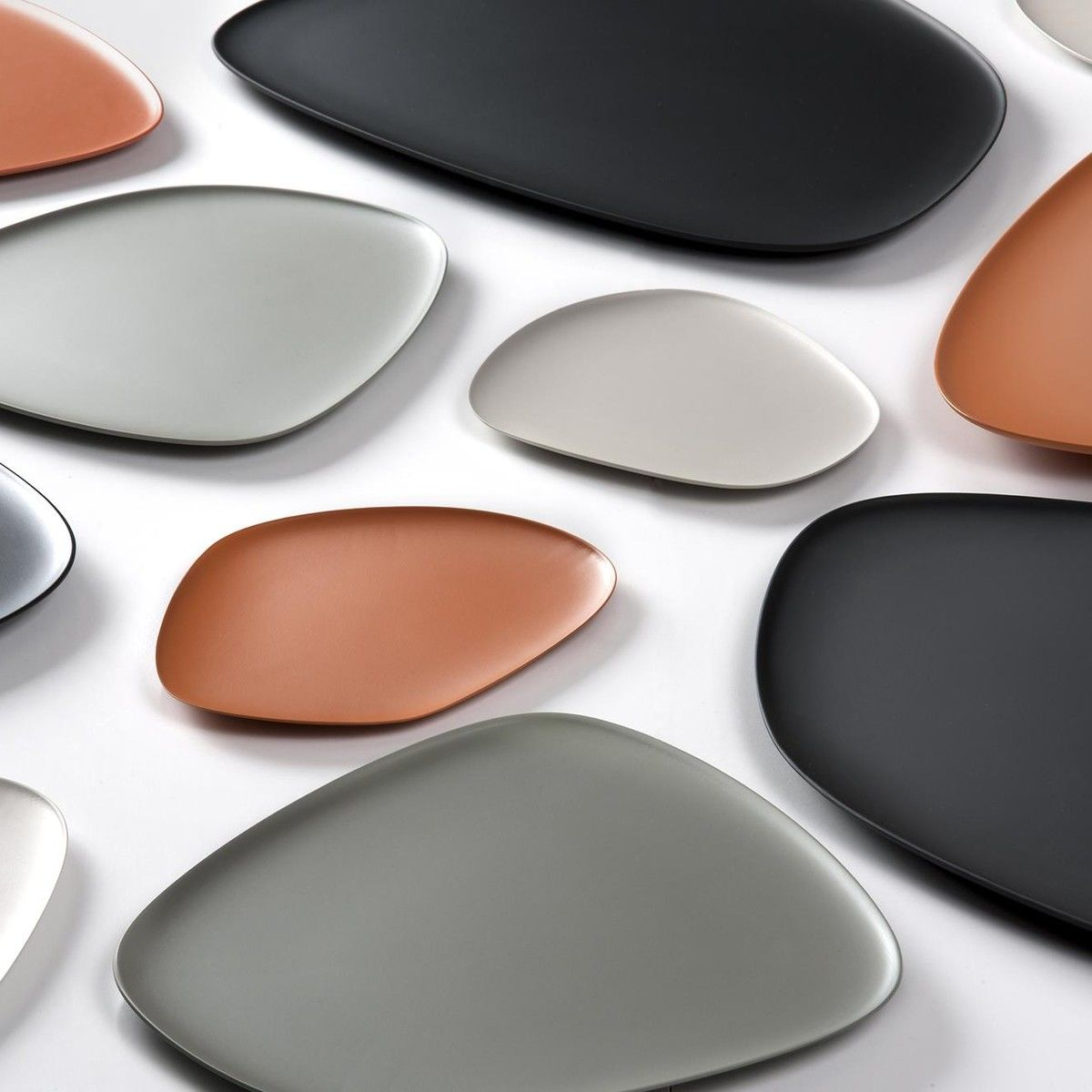 namast plate set of 3 kartell. Black Bedroom Furniture Sets. Home Design Ideas