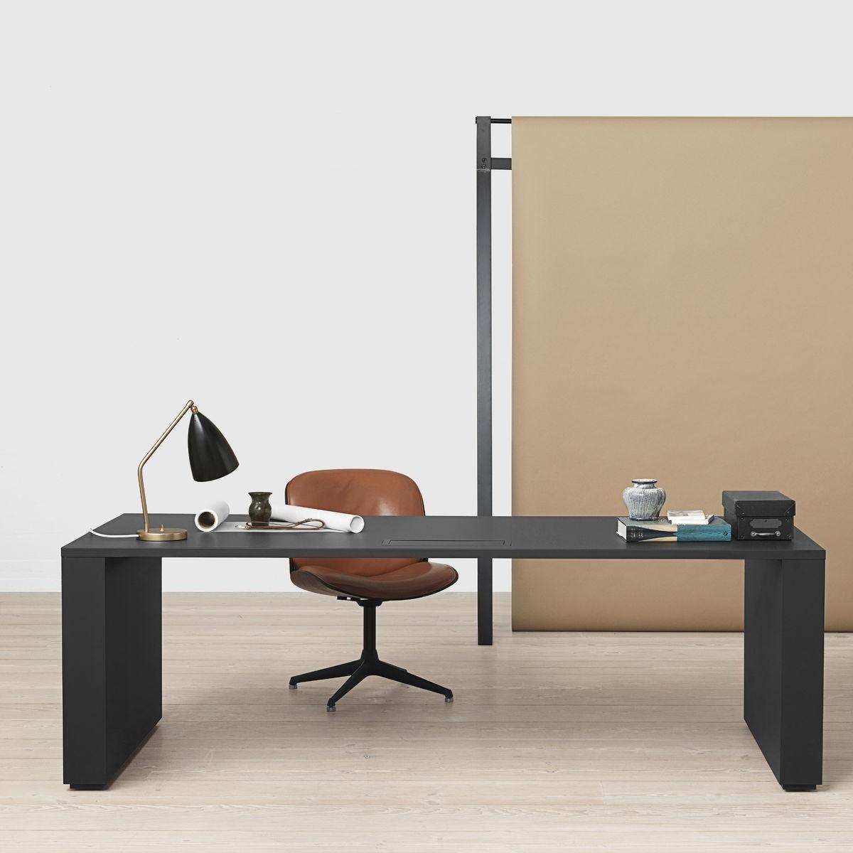 grasshopper lampe de table gubi. Black Bedroom Furniture Sets. Home Design Ideas