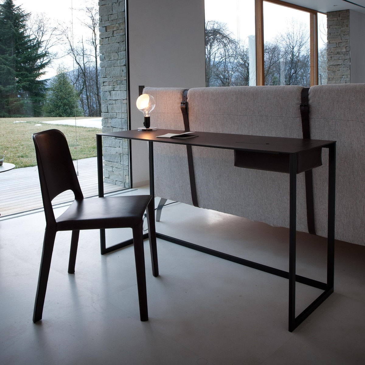 calamo schrijftafel zanotta. Black Bedroom Furniture Sets. Home Design Ideas