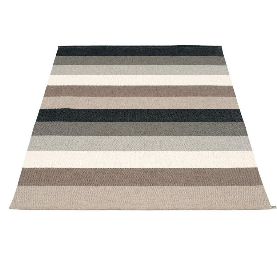 Mad Mats® put the 'casual' in Casual Living! Beautifully made & designed, long-lasting, environmentally friendly recycled plastic indoor outdoor rugs.