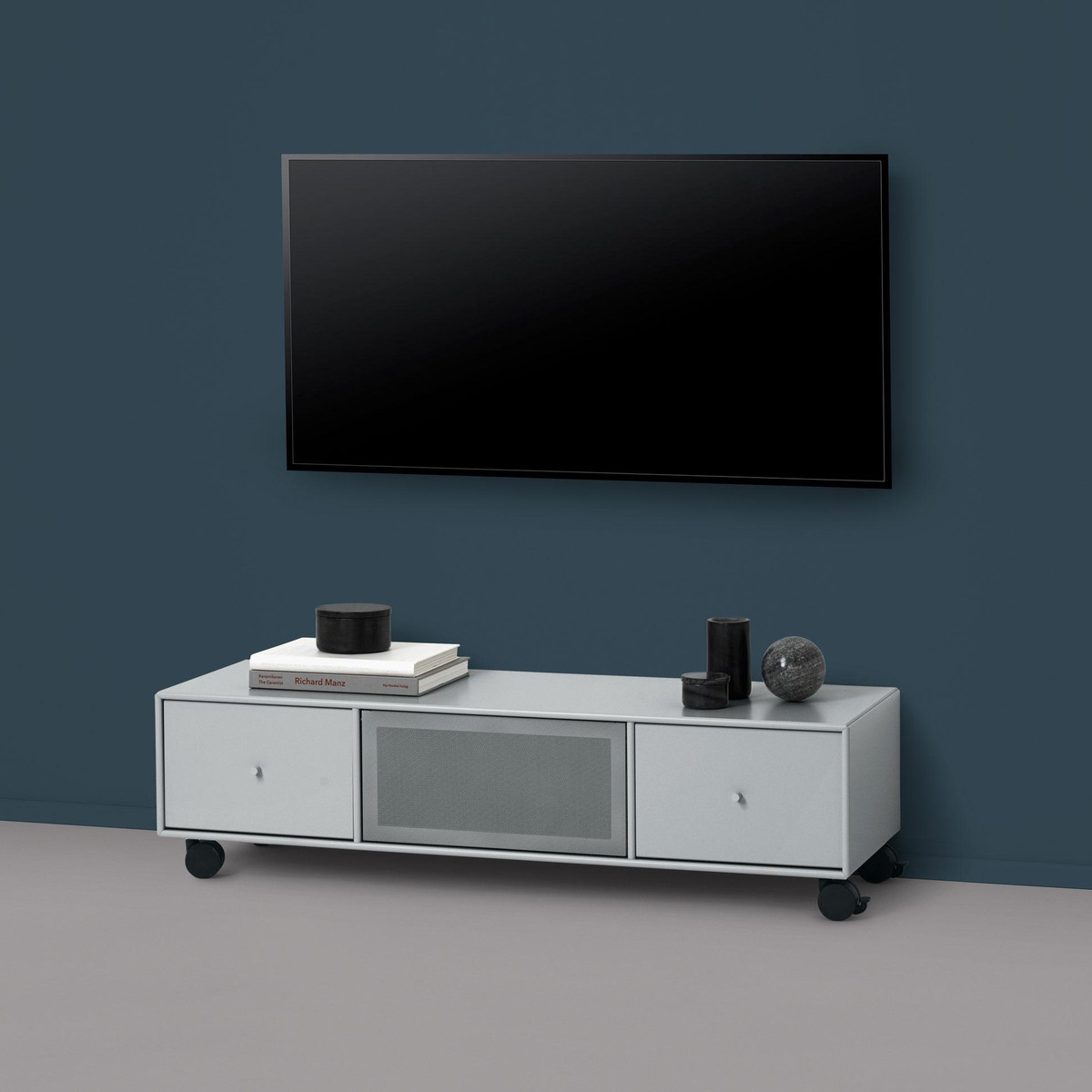 tv sound hub i sideboard mit rollen montana aufbewahrung m bel. Black Bedroom Furniture Sets. Home Design Ideas